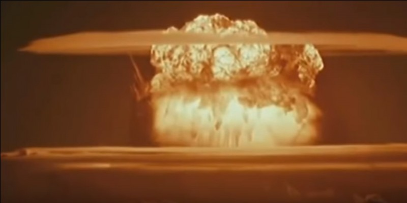 Le Soleil est en fait une bombe H géante, car des atomes d'hydrogène fusionnent pour former le noyau d'un autre élément. Lequel ?