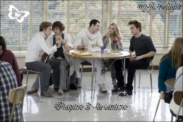 Quand Bella va se chercher une assiette de légume qu'a-t-elle dans son assiete avant qu'Edward lui parle ?