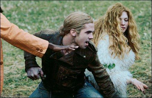 Quand les Cullen et Bella jouent au baseball et que le trio arrive, lorsque James se rend compte que Bella est humaine que dit-il à Edward ?