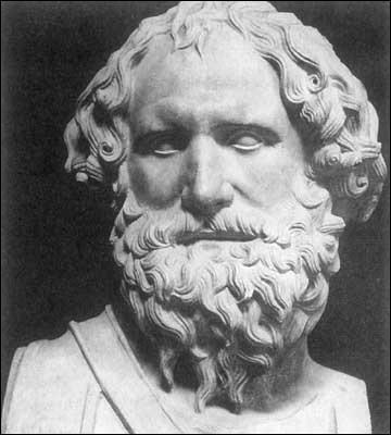 C'est un grand scientifique grec (287-212) qui a vécu dans une colonie grecque en Sicile, à Syracuse. Il a été le premier à faire des équations mathématiques et comme ingénieur, il a conçu des systèmes de leviers et de poids tenant compte de la gravité. Il a inventé, pour défendre sa colonie contre les navires romains, des systèmes de catapultes ou de miroirs reflétant le soleil, pour les brûler.