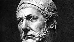 Ce général carthaginois a mystifié le monde en faisant traverser à ses éléphants, les Pyrénées et les Alpes ; pourtant, il ne s'est pas attaqué à Rome. Il va demeurer 10 ans en Italie à se battre pour sa patrie. Il s'agit de :