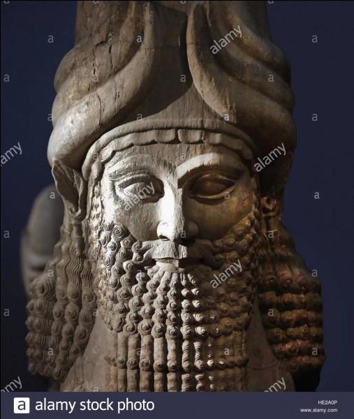 Sadam Hussein a voulu être sa réincarnation. Roi du plus grand empire babylonien, il obtient une grande victoire à la bataille de Karkemish et est célèbre pour les travaux d'amélioration apportés à Babylone :