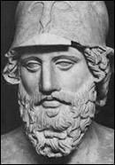 Homme politique et stratège athénien (524-459), il a réussi à réunir les différentes cités grecques dans une ligue contre les Perses. Il a fait renforcer la flotte et le port du Pirée. Il a gagné la bataille de Salamine,Il s'est retrouvé frappé d'ostracisme et à la tête des villes grecques d'Asie mineure, au profit des Perses :