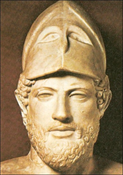 Illustre Grec qui fut à la fois orateur, guerrier et quinze fois stratège, il dirigea pendant trente ans les destinées d'Athènes. Sur la photo, le casque corinthien indique les fonctions de stratège. Il fit construire des monuments tel le Parthénon, qui font l'éloge de son époque démocratique :