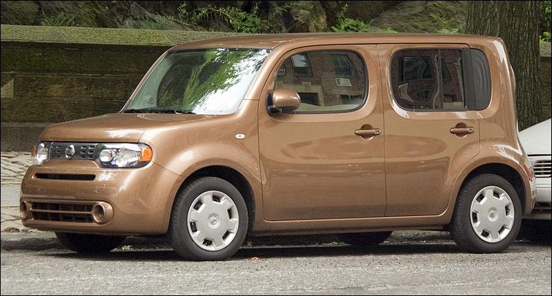 Quel est le nom de cette Nissan moche ?