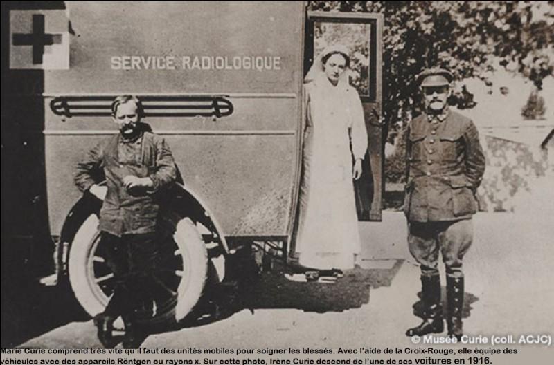 1914 : qu'a-t-elle créé au début de la guerre lui permettant de faire des radiographies des blessés sur le champ de bataille ?