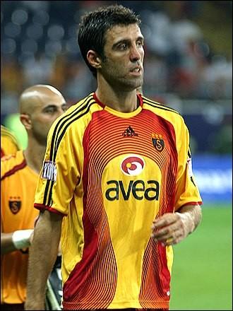 Joueur turc ayant joué au Galatasaray. Qui est-ce ?