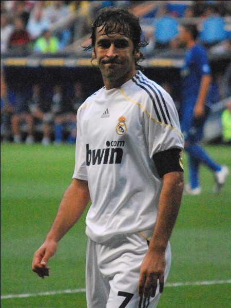 Joueur espagnol ayant joué au Real Madrid. Qui est-ce ?