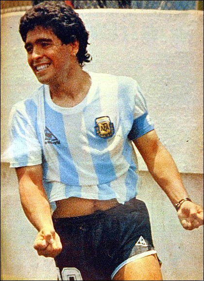 Joueur argentin ayant joué au SSC Napoli. Qui est-ce ?