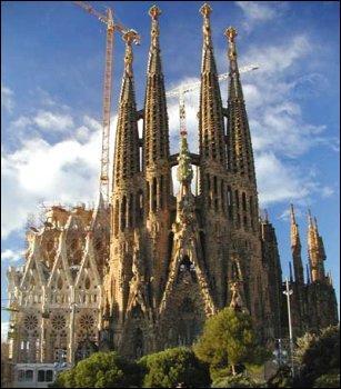 L'emblème de cette ville est la Sagrada Familia d'Antoni Gaudi.