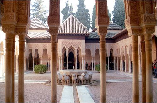 L'Alhambra. Palais situé sur la colline de l'Albaicín.