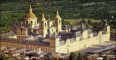 Il s'agit d'un monastère dans lequel sont enterrés les rois d'Espagne.