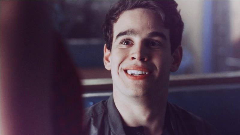 Par qui la mère de Simon apprend-t-elle qu'il est un vampire ?
