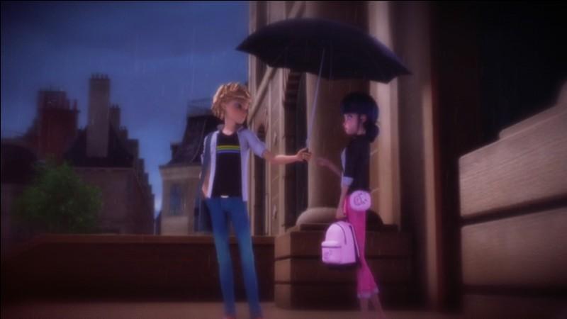 À qui tend-il ce parapluie sur l'image ?