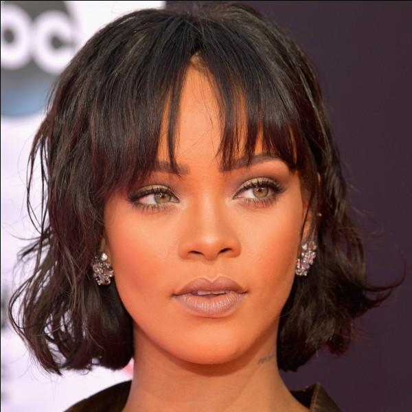 Des fans surexcités ont fait croire que Rihanna ne s'était jamais douchée pour atteindre l'orgueil de la star.