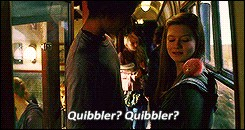 En partie à cause de qui la relation de Dean Thomas et Ginny Weasley a-t-elle pris fin ?