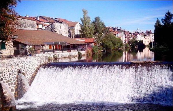 Quel est le nom de la rivière traversant Aurillac ?