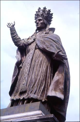 Quel pape est originaire d'Aurillac ?