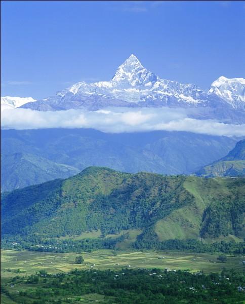 """Le Machapuchare se situe au Népal, que signifie son nom, """"Machapuchare"""" ?"""