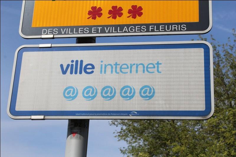 """Beauvais a reçu le prix """"Ville Internet."""