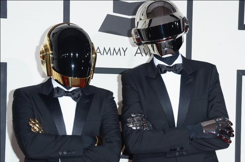 Passons aux artistes Français. Les Daft Punk sont d'origines Niçois.