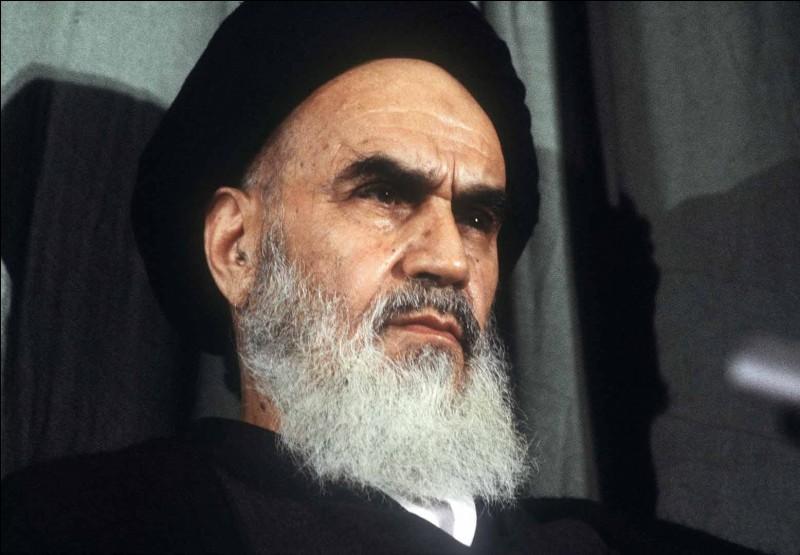Dans quel pays l'ayatollah Khomeiny fut-il le leader de la révolution islamique ?