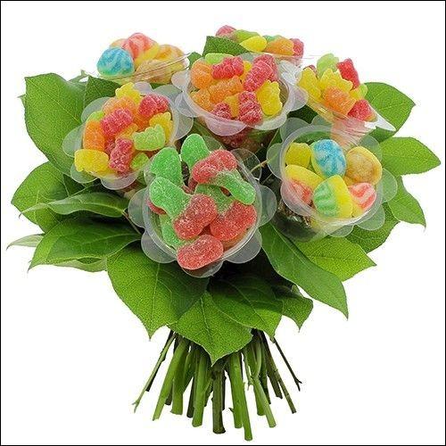J - Qui offre des bonbons ''parce que les fleurs, c'est périssable'' ?