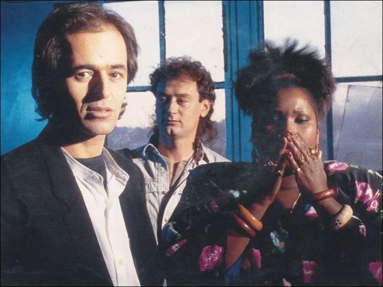F - Le trio vocal ''Fredericks Goldman Jones'' a marqué les années 90. Quel est le prénom de la chanteuse américaine Fredericks ?