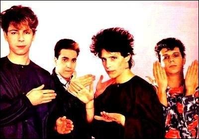 I - Quel groupe est connu pour la chanson ''Trois nuits par semaine'' écrite par Nicola Sirkis ?