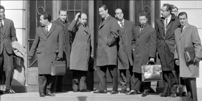 Après le référendum du 18 mars 1962, quel nom fut donné aux négociations dont le résultat fut l'indépendance de l'Algérie ?