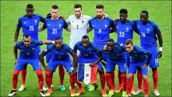 Contre qui l'équipe de France dispute-t-elle son premier match ?