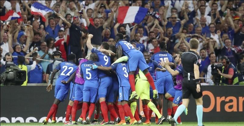 Commençons simplement : Qui est le sélectionneur de l'équipe de France pour cette Coupe du Monde ?