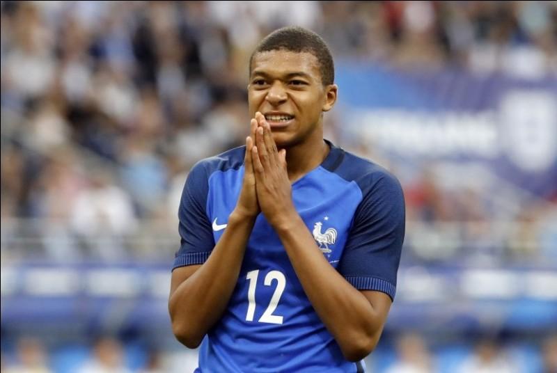 Kylian Mbappé est le plus jeune joueur de l'équipe, quel âge aura-t-il durant la compétition ?