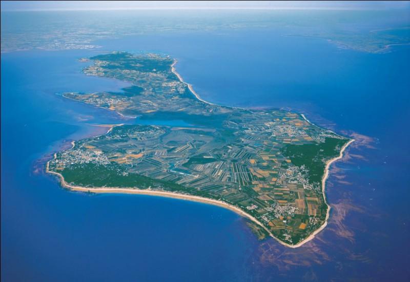 R : L'île de Ré est située en Charente.