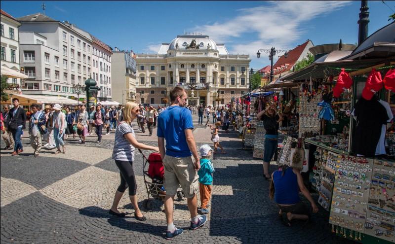 S : La capitale de la Slovaquie est Bratislava.