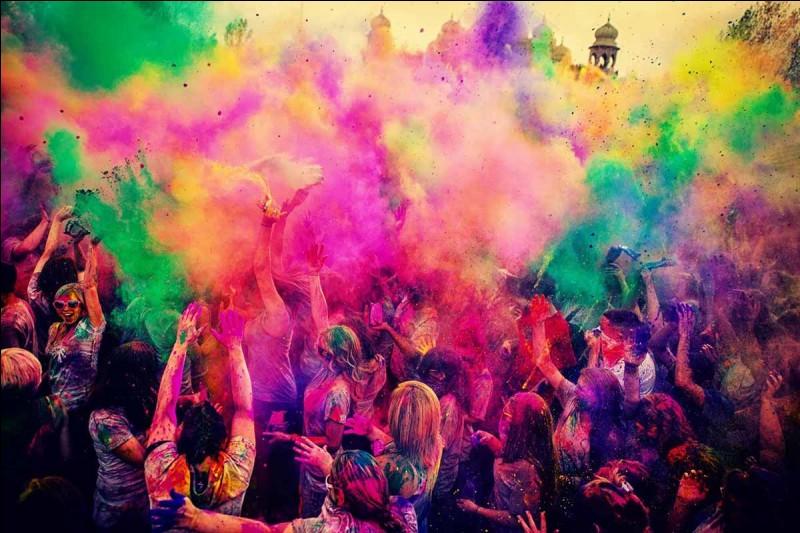 """La Holi, aussi appelée """"fête des couleurs"""", est une fête indienne. Que célèbre-t-on lors de celle-ci ?"""