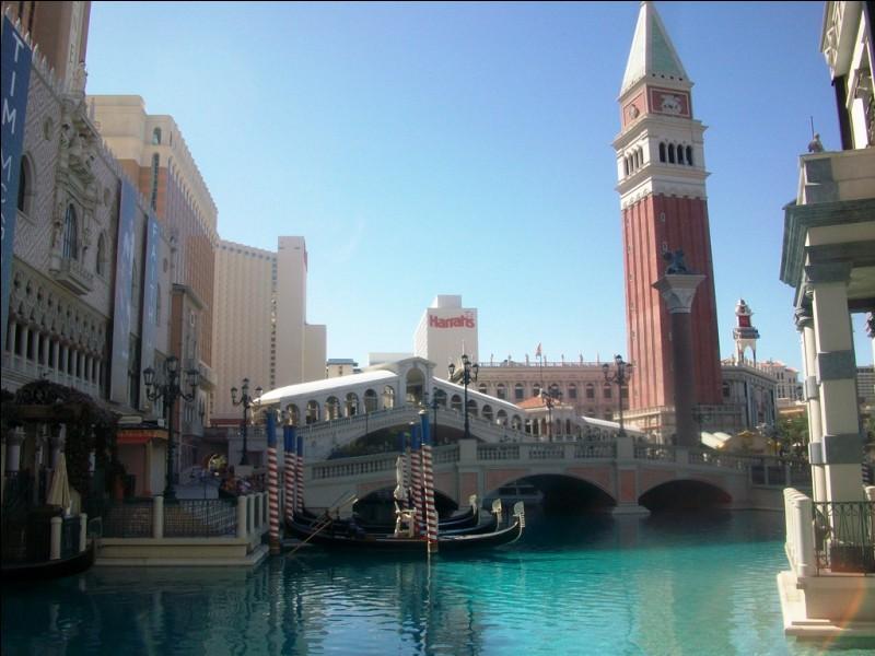 Ah, Venise. La ville du romantisme et des amoureux.