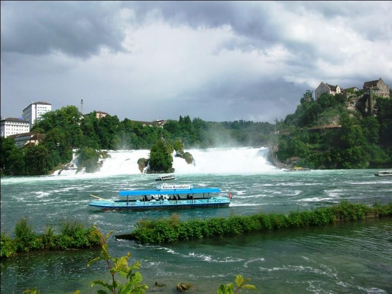 Voici les fameuses chutes du Niagara.