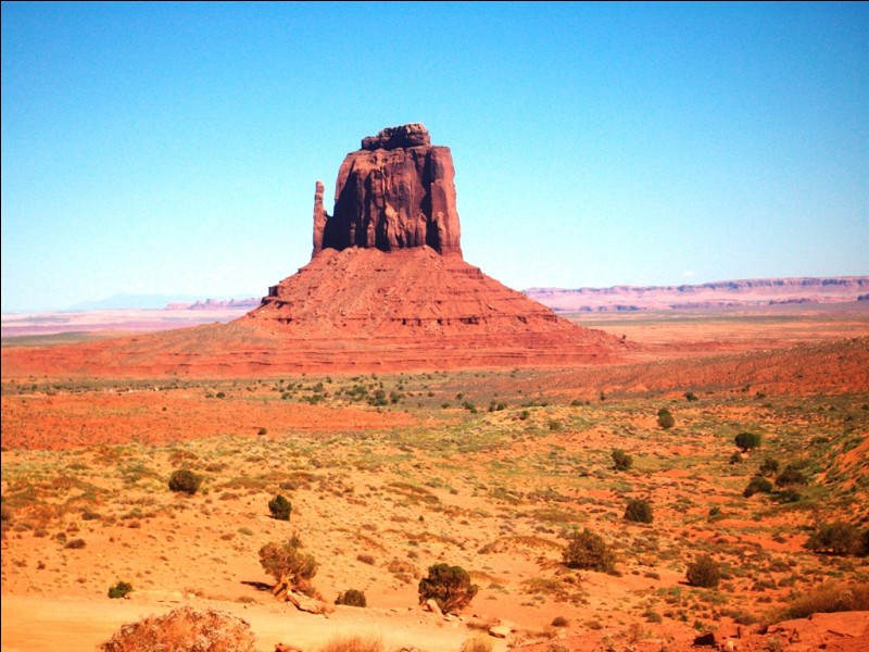 Cette photo représente le monolithe d'Uluru, ou Ayers Rock, en Australie.