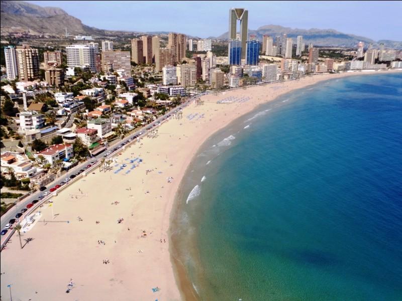 Cette station balnéaire espagnole est Lloret de Mar.