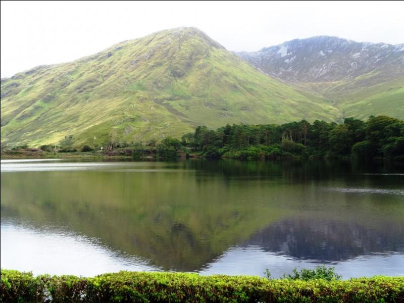 Attention au monstre, c'est le Loch Ness, en Écosse.