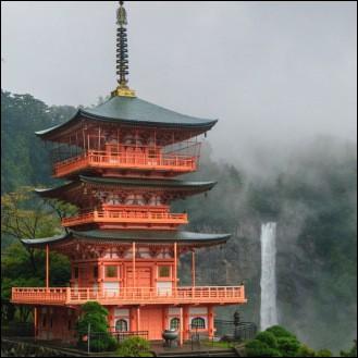 Au sommet d'une pagode japonaise, il peut faire plus de 10 m de haut. Quelle est son anagramme ?