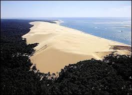 Plus grande dune d'Europe, la Dune du Pilat se situe dans le département ...