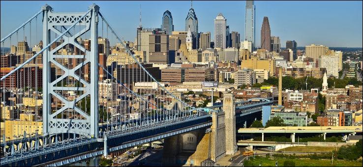 Traversée par le fleuve Delaware, c'est la plus grande ville de Pennsylvanie, avec 1 500 000 habitants et 6 millions dans son aire métropolitaine. Quelle est cette ville ?