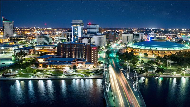 Sur rivière Arkansas, peuplée de près de 400 000 habitants, c'est la première ville de l'Etat du Kansas. Quelle est cette ville ?