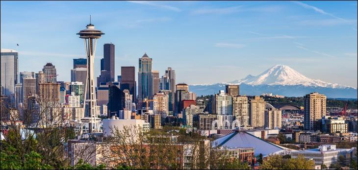 Avec 700 000 et une agglomération de 3,4 millions, c'est la plus grande ville de l'État de Washington et l'une des plus grandes de la côte ouest. Quelle est cette ville ?