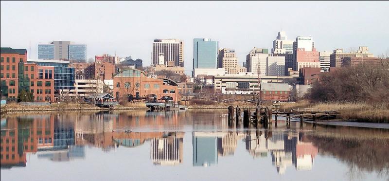 Avec 70 000 habitants, elle est la ville la plus peuplée du petit Etat du Delaware, située sur la rivière du même nom. Quelle est cette ville ?