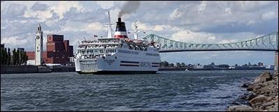 Remontons le fleuve à partir de Montréal pour arriver à Québec et ses lumières. Naviguons jusqu'à Tadoussac puis admirons les côtes gaspésiennes. Le lendemain, arrivée aux Îles-de-la-Madeleine : moi, bien entendu, je vous propose de les visiter en vélo.