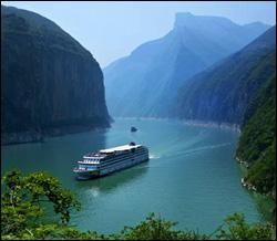 On vient d'inaugurer le bateau de croisière fluviale le plus luxueux de Chine : c'est le plus grand navire conçu exclusivement pour la navigation fluviale et ses nombreuses escales.