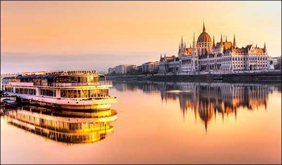 Il s'agit d'une croisière idéale pour les amateurs d'histoire, de culture, et de romantisme. Parce que ce fleuve coule dans beaucoup de capitales européennes telles Vienne, Budapest ou Belgrade. Il est le deuxième plus long d'Europe et se jette dans la mer Noire, dans un vaste delta, sur les côtes roumaines. Il traverse 10 différents pays, soit plus que n'importe quel autre fleuve dans le monde.